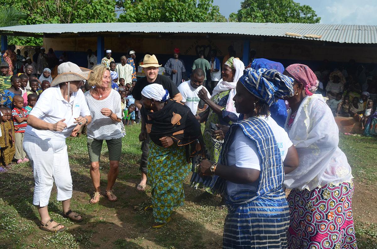 Tanzen mit den Menschen in Fazao, Togo
