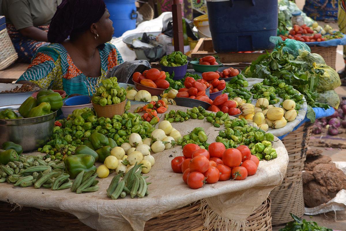 Ein typischer Marktstand der so überall in Togo zu sehen ist und der auf einer Togo-Reise nicht fehlen darf